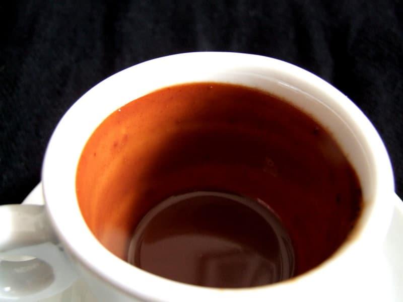 Chocolate quente cremoso com barra