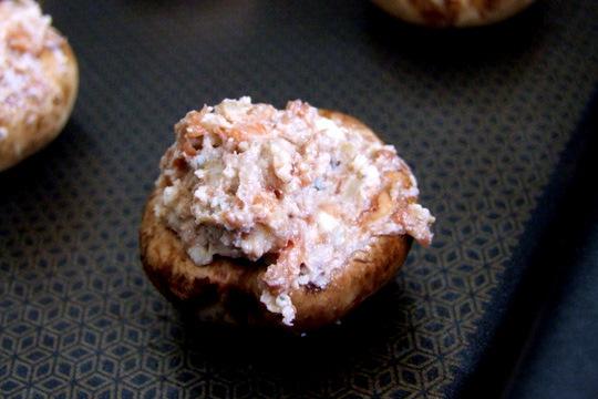 Cogumelos  recheados  e  assados,  com  4  ingredientes