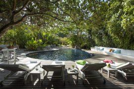 A piscina despojada da Pousada Capim Santo em Trancoso