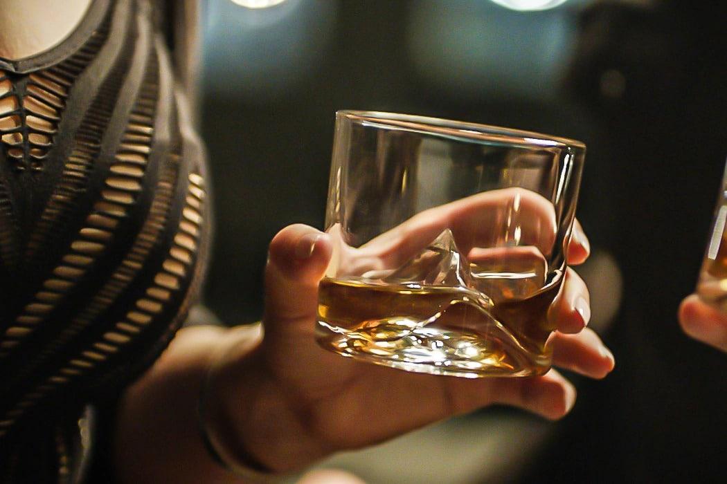 O copo perfeito para tomar uísque