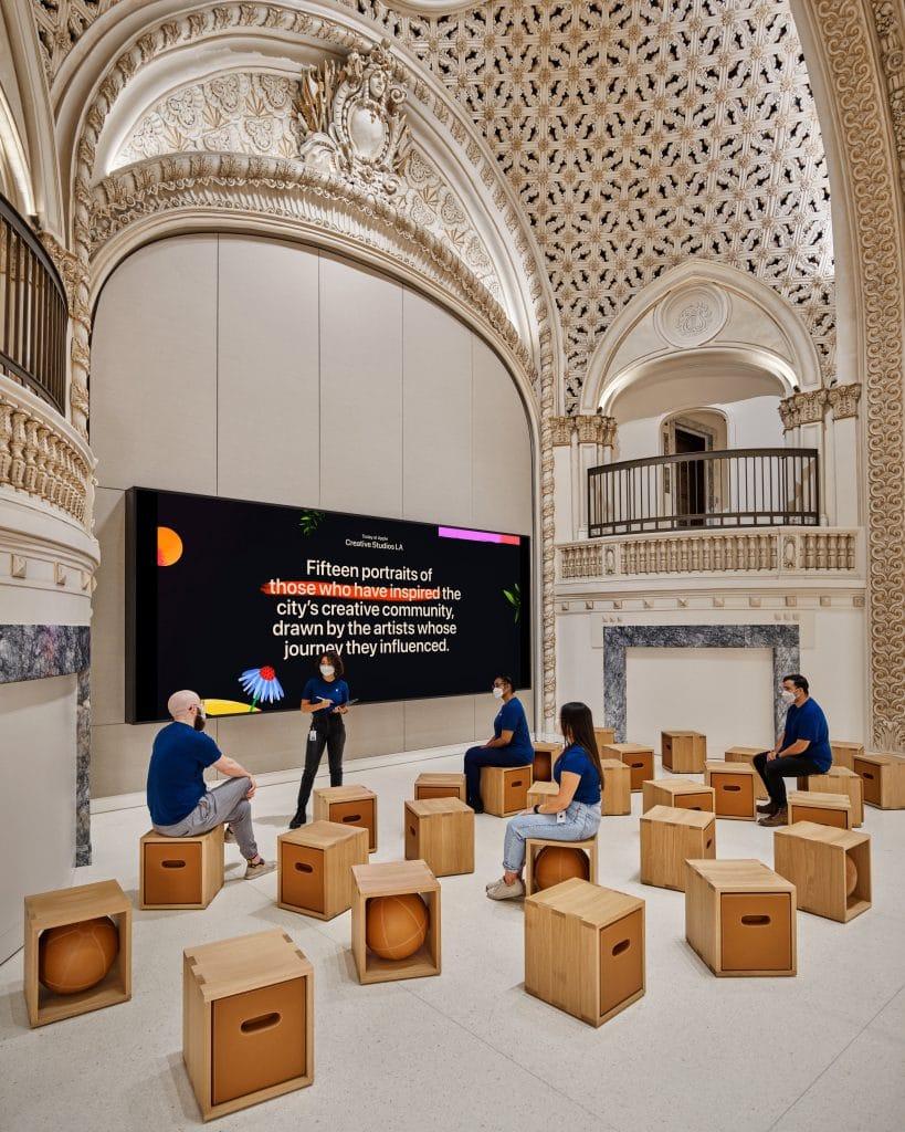 Nova Apple Store em Los Angeles fica dentro de um cinema histórico
