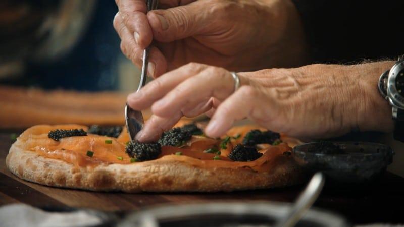 A receita da famosa pizza de salmão defumado do Spago, em Beverly Hills